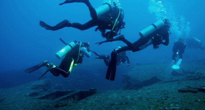 Divers and Marine shipwreck in Florida Keys
