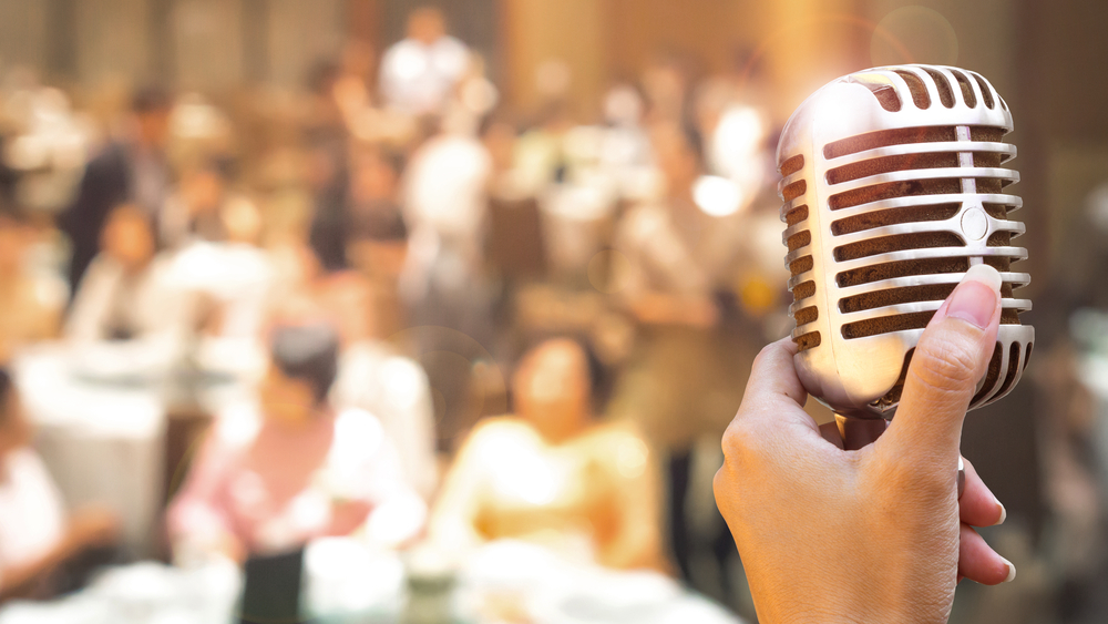 mic dinner show