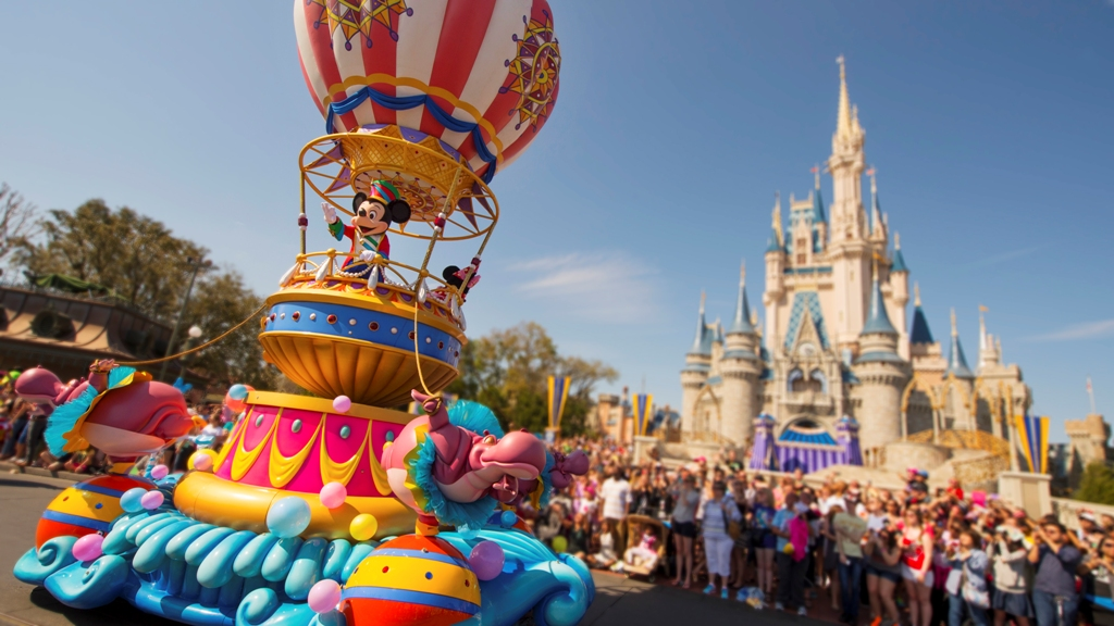how to avoid crowds at disney world